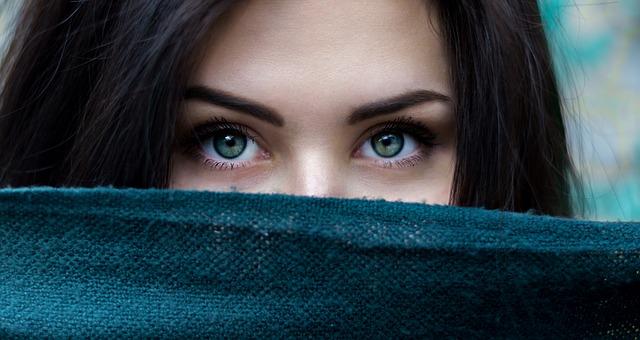Qué crema natural elegir para nuestro contorno de ojos