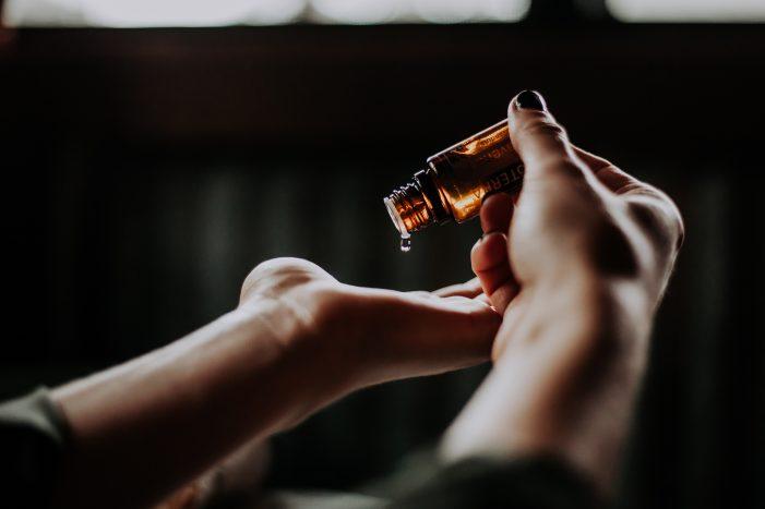 Propiedades del Aceite de Árbol de té: su uso contra el acné